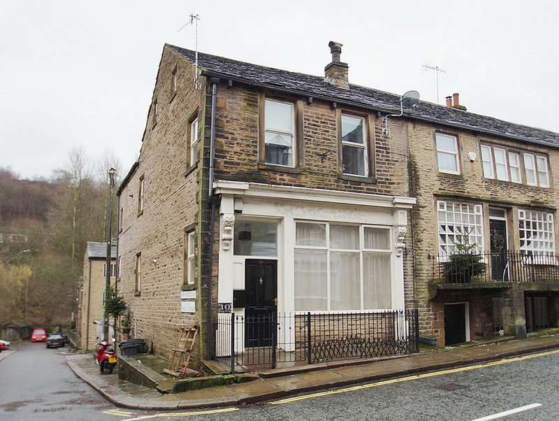 3 Bedrooms End Of Terrace House for sale in King Street, Delph OL3