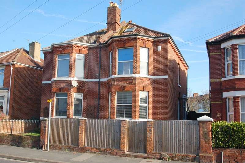 3 Bedrooms Semi Detached House for sale in Brockhurst Road, Gosport