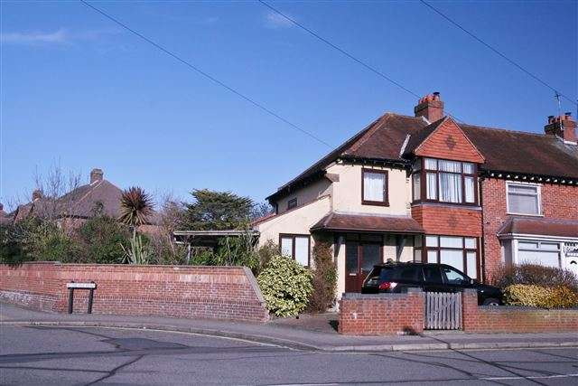 3 Bedrooms Semi Detached House for sale in Tudor Crescent, Cosham, Portsmouth, Hampshire, PO6 2SR