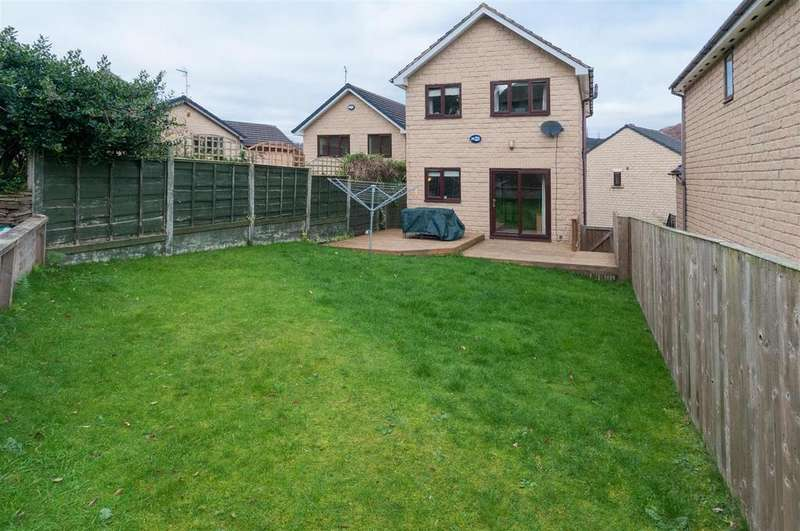 3 Bedrooms Detached House for sale in Uplands, Birkby, Huddersfield, HD2 2FS