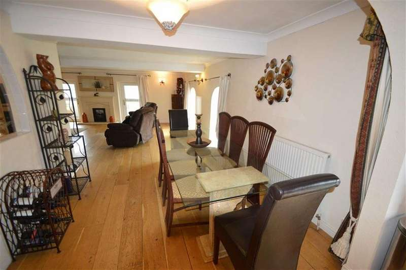 2 Bedrooms Apartment Flat for sale in Whitecastle Court, Queensbury BD13, Queensbury Bradford