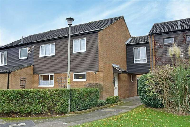 4 Bedrooms Semi Detached House for sale in Eagle Court, Hertford, Herts, SG13