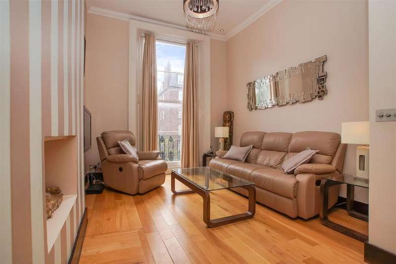 2 Bedrooms Flat for sale in College Crescent, London
