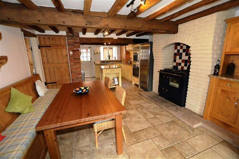 5 Bedrooms Detached House for sale in Kersall, Nottinghamshire, NG22