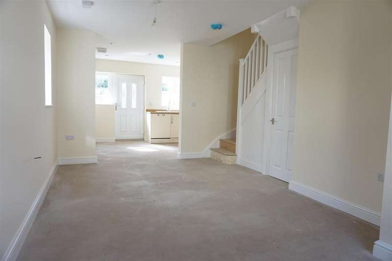 2 Bedrooms Semi Detached House for sale in Samuel Street, Packmoor, Stoke-On-Trent