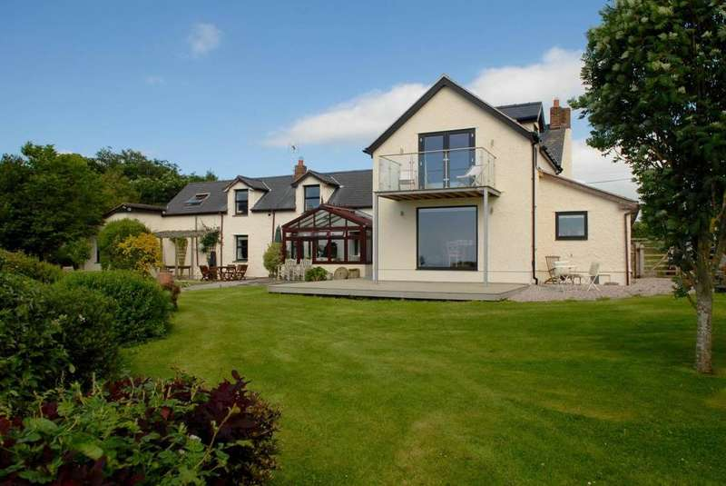 5 Bedrooms Detached House for sale in Minffordd, Bryn y maen, LL28 5EW
