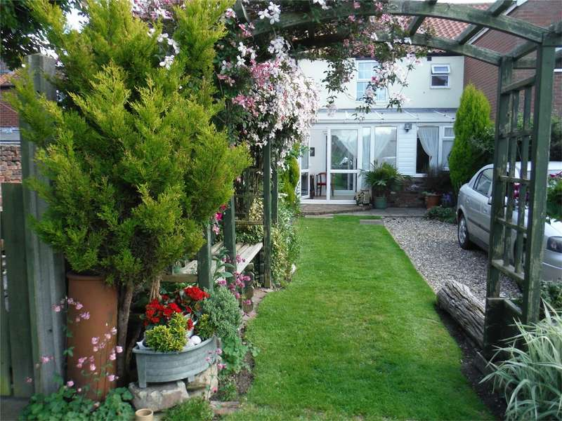 2 Bedrooms Terraced House for sale in 12 Main Street, Beeford, East Riding of Yorkshire