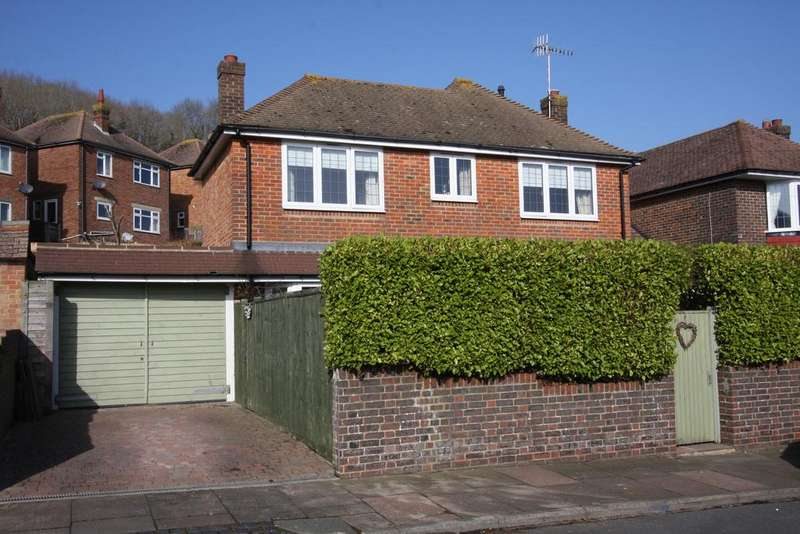 3 Bedrooms Detached House for sale in Osborne Road, Eastbourne BN20