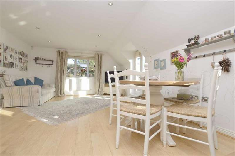 2 Bedrooms Apartment Flat for rent in Symeon Place, Caversham, Reading