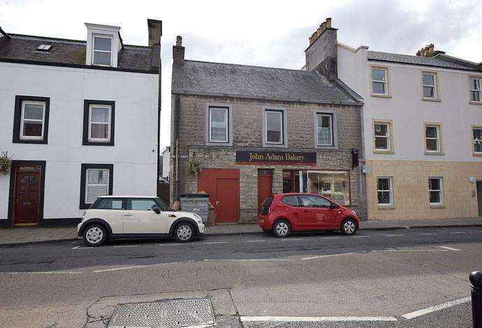 3 Bedrooms Flat for sale in 37 High Street, Innerleithen, EH44 6HD