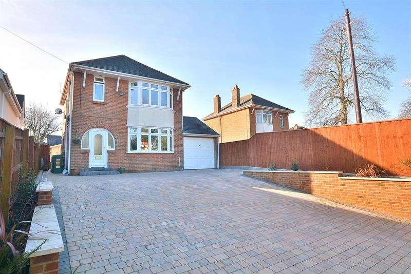 4 Bedrooms Detached House for sale in Merley Lane, Merley, Wimborne