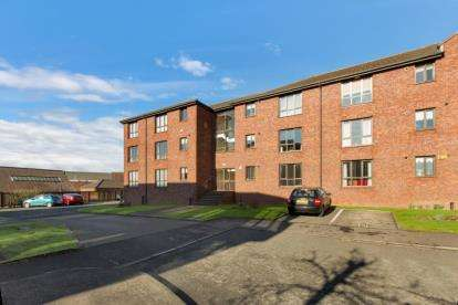 3 Bedrooms Flat for sale in Rutherford Court, Kirkcaldy