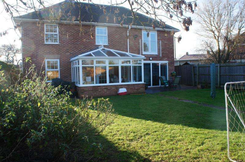 4 Bedrooms Detached House for sale in Bliss Avenue, Cranfield, Bedfordshire