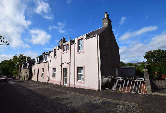 3 Bedrooms Semi Detached House for sale in 9 Back Feus, Selkirk, TD7 4LL