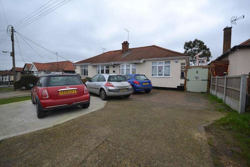 2 Bedrooms Semi Detached Bungalow for sale in York Avenue, Corringham, Stanford-le-Hope, SS17