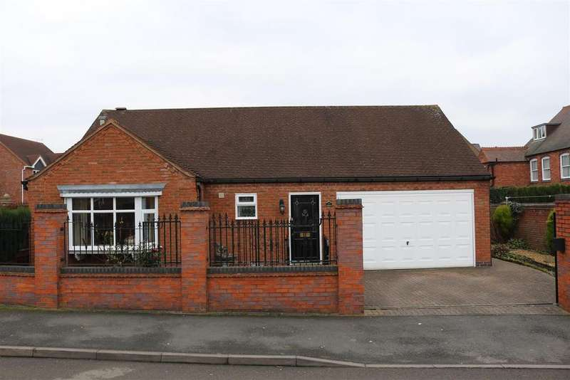 2 Bedrooms Detached Bungalow for sale in Rickyard Close, Polesworth, Tamworth