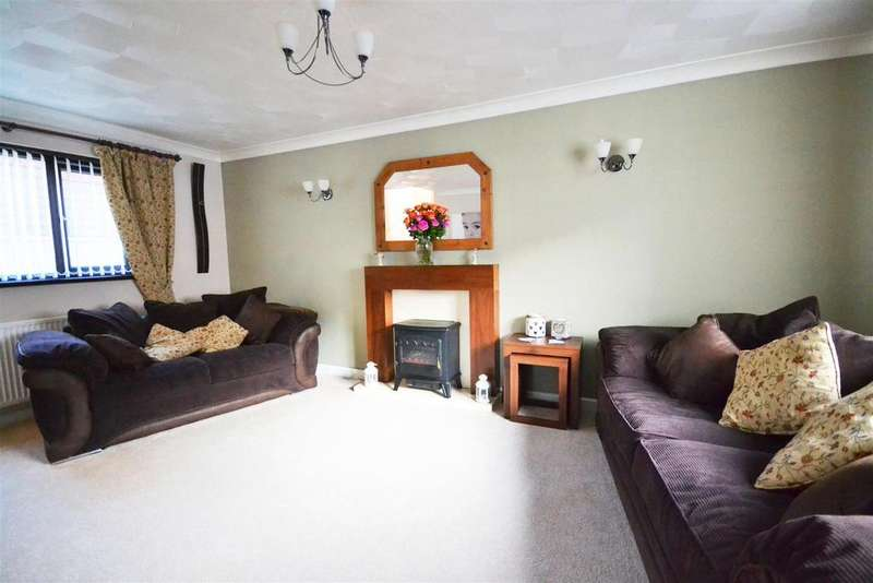 3 Bedrooms Terraced House for sale in Pembroke