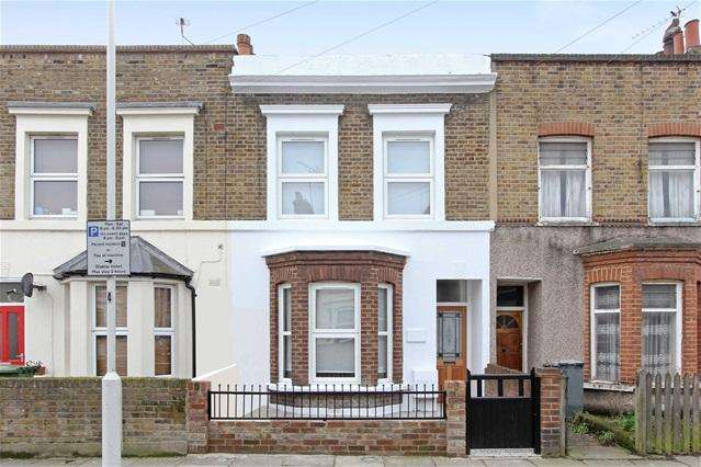 3 Bedrooms House for sale in Albert Square, Stratford