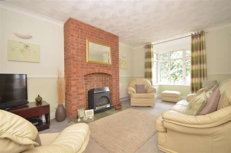 2 Bedrooms Bungalow for sale in Forest Road, Newport, Isle of Wight