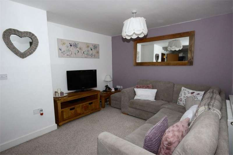 2 Bedrooms Flat for sale in Upton Rocks Avenue, WIDNES, Cheshire
