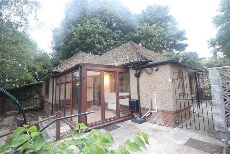 2 Bedrooms Detached Bungalow for sale in Park Road, Pontypool