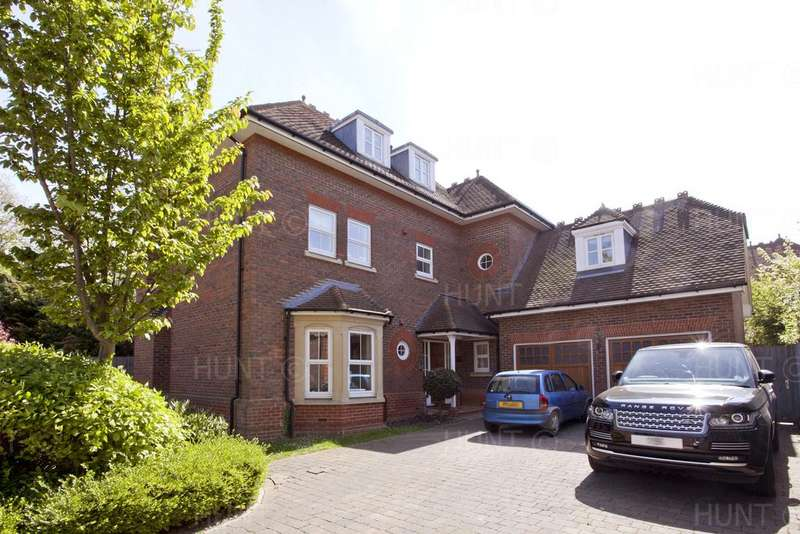 6 Bedrooms Detached House for sale in Regents Drive, Repton Park, Woodford Green, Essex IG8