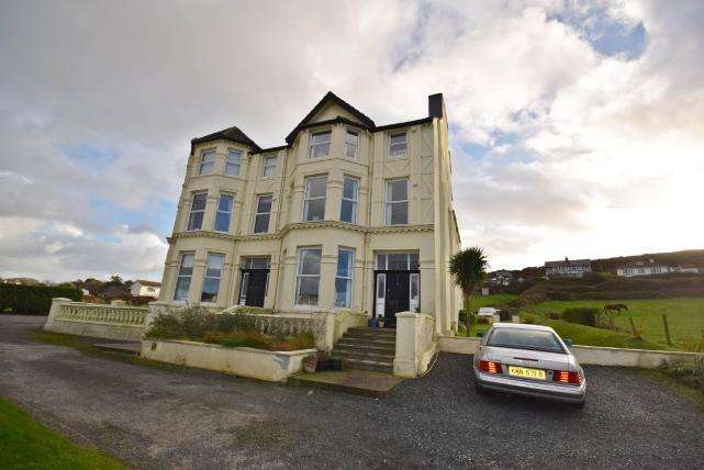 2 Bedrooms Apartment Flat for sale in The Darragh, Port Erin, IM9 6JD