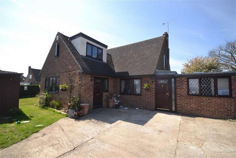 4 Bedrooms Link Detached House for sale in Scylla Close, Heybridge, Essex