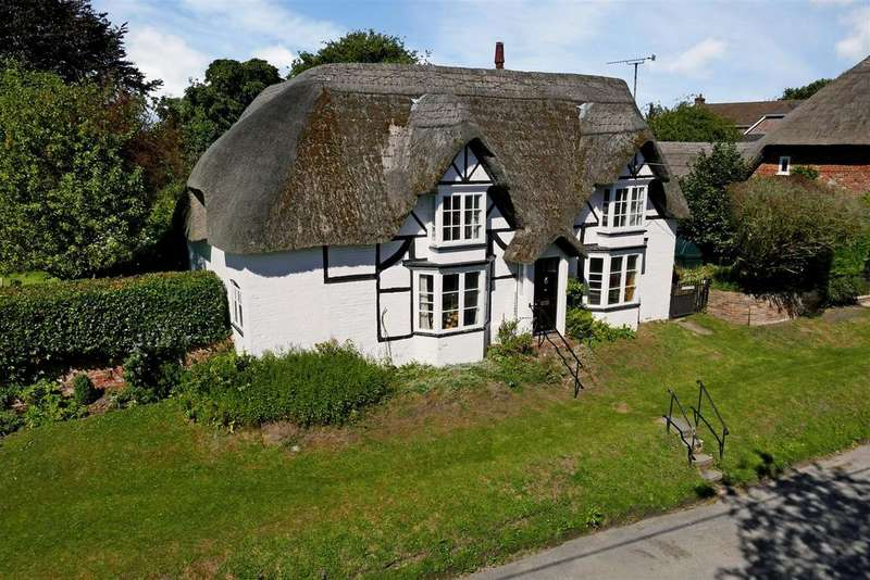 3 Bedrooms Detached House for sale in Easton Royal, Pewsey