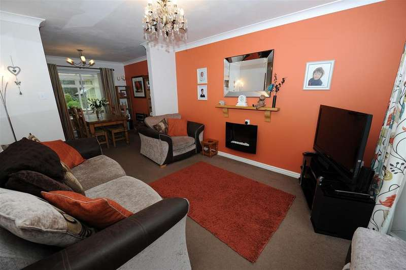3 Bedrooms Semi Detached House for sale in Wellington Way, Brompton On Swale
