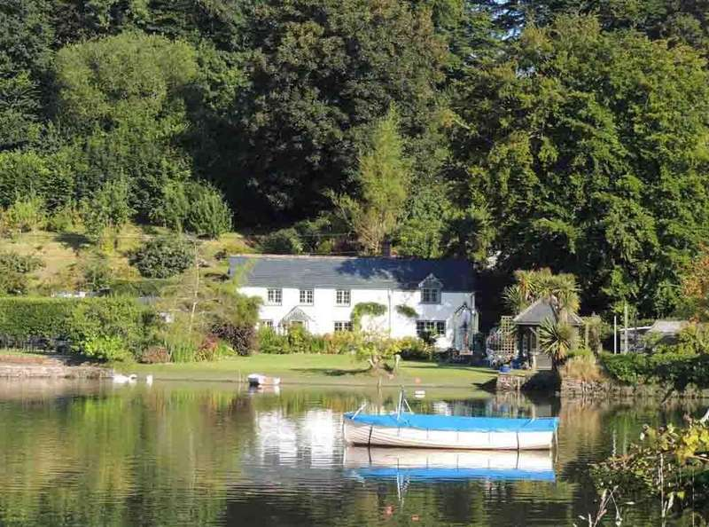 3 Bedrooms Detached House for sale in Lerryn, Cornwall, PL22
