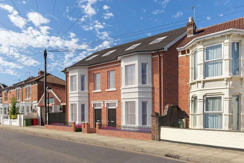 4 Bedrooms Semi Detached House for sale in Inglis Road, Southsea
