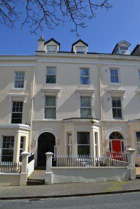 2 Bedrooms Apartment Flat for sale in Derby Square, Douglas, IM1 3LS
