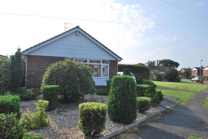 3 Bedrooms Detached Bungalow for sale in Latham Avenue, Helsby