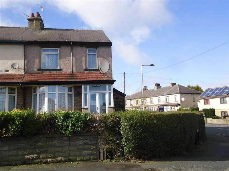 3 Bedrooms Town House for sale in Hawes Grove, Bradford, West Yorkshire, BD5