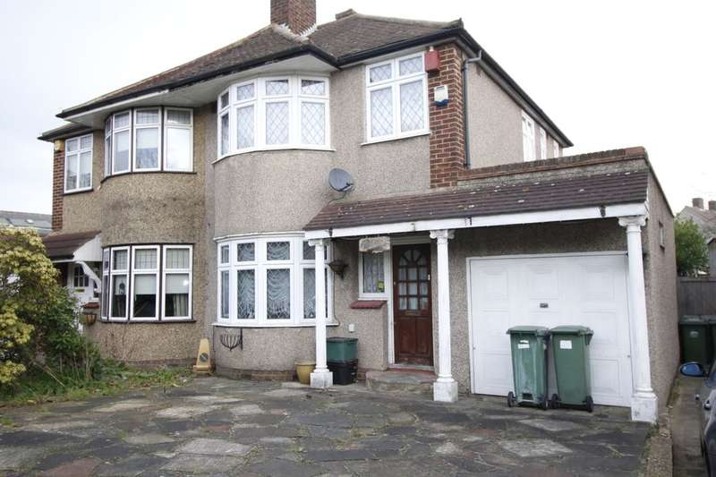 3 Bedrooms Semi Detached House for sale in Wincrofts Drive, London, SE9