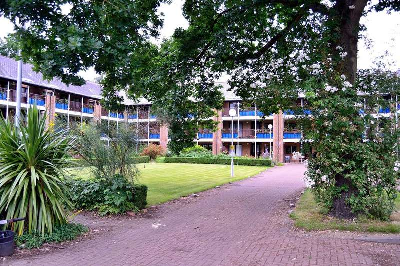 1 Bedroom Flat for sale in Emmbrook Court, Reading, Berkshire, RG6 5TZ