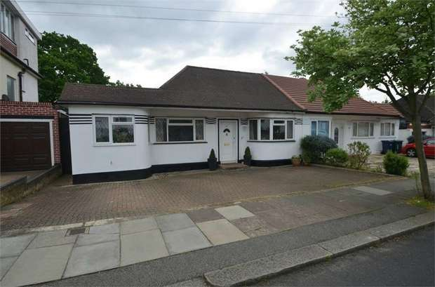 3 Bedrooms Semi Detached Bungalow for sale in Highview Gardens, Edgware, Middlesex