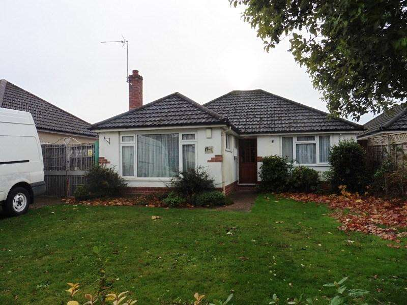 2 Bedrooms Detached Bungalow for sale in Magna Road, Bear Cross, Bournemouth