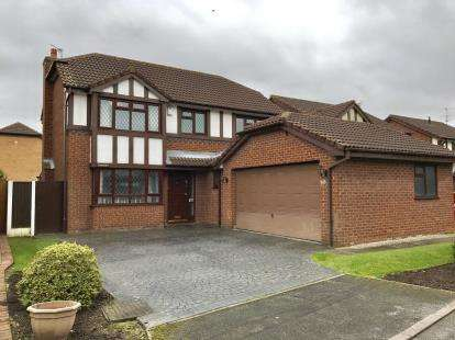 4 Bedrooms Detached House for sale in Norbreck Close, Penketh, Warrington, Cheshire