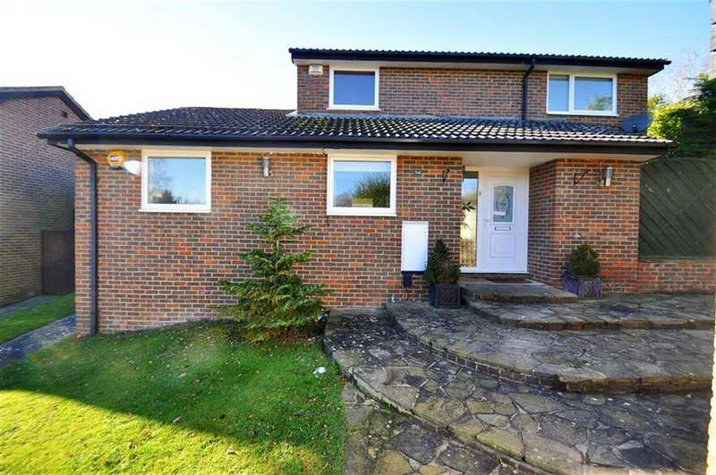 4 Bedrooms Detached House for sale in Redhill Wood, New Ash Green, Longfield