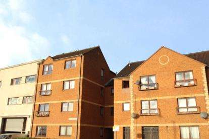3 Bedrooms Flat for sale in Adam Smith Court, Kirkcaldy