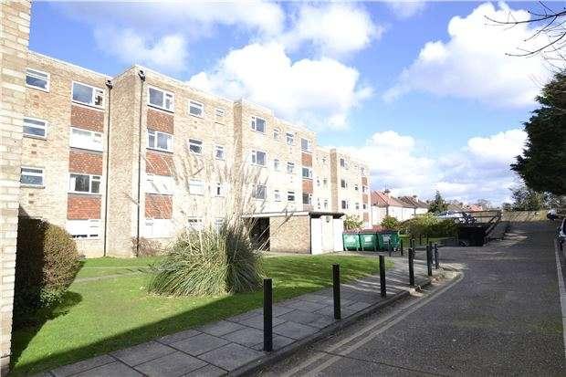2 Bedrooms Flat for sale in Chestnut Manor, WALLINGTON, Surrey, SM6 7PF