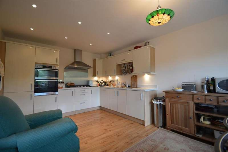 2 Bedrooms Flat for sale in 99 The Old Meadow, Abbey Foregate, Shrewsbury SY2 6AB