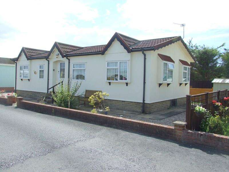 2 Bedrooms Mobile Home for sale in Claremont Park, Berrow