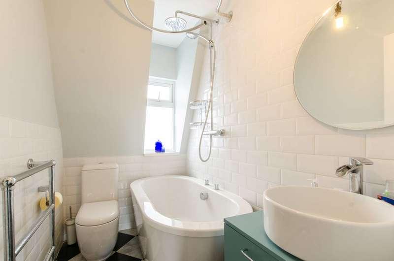 2 Bedrooms Maisonette Flat for sale in Mile End Road, Whitechapel, E1
