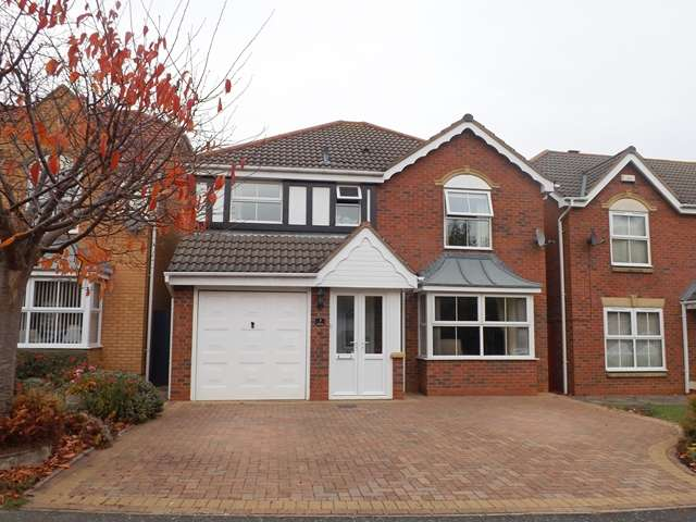 4 Bedrooms Detached House for sale in Bluebell Way, Evesham