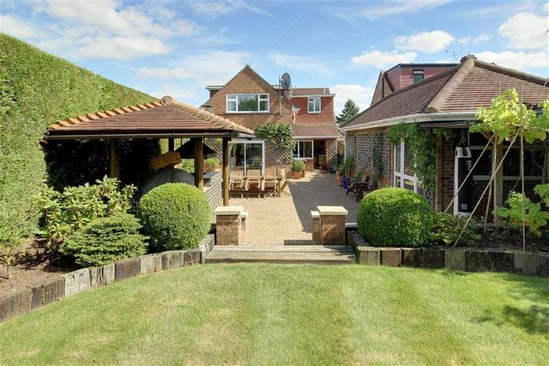 4 Bedrooms Detached House for sale in Oaklands Avenue, Brookmans Park, Hertfordshire