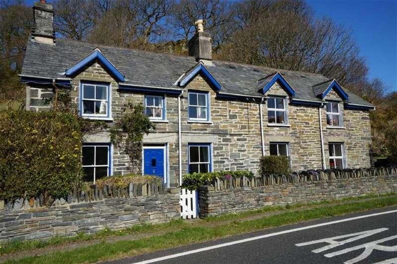 2 Bedrooms Semi Detached House for sale in Dolwyddelan