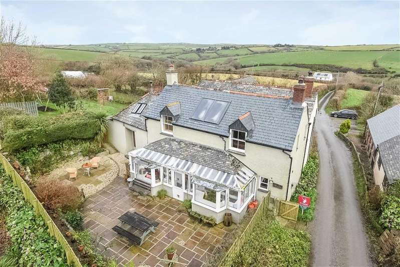 3 Bedrooms Detached House for sale in Pencuke, Bude, Cornwall, EX23